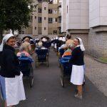 giovani volontari al pellegrinaggio della diocesi di trento a lourdes nel settembre 2017