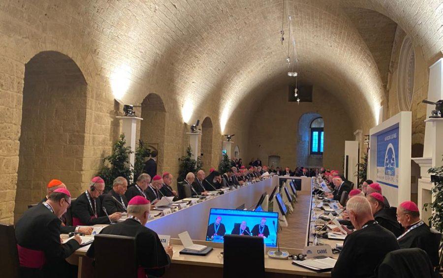 Bari. L'apertura dell'incontro internazionale dei vescovi del Mediterraneo